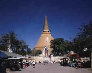 プラパトンジェディのイム塔 ナコンパトム タイの写真素材 [FYI03193715]