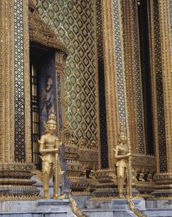 エメラルド寺院 ワットプラケオ 内部  バンコク タイの写真素材 [FYI03193726]