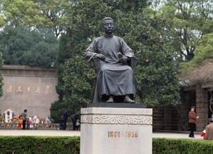 魯迅の像  上海 中国の写真素材 [FYI03193740]