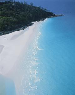 ホワイトヘブンビーチの空撮 グレートバリアリーフの写真素材 [FYI03193797]