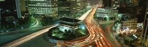 南大門周辺 夜景   ソウル 韓国の写真素材 [FYI03193837]
