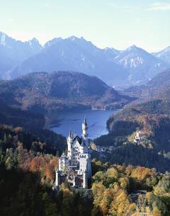 秋のノイシュバンシュタイン城 ドイツの写真素材 [FYI03193888]