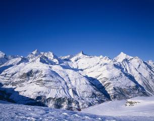 ツェルマット周辺の白い山々 スイスの写真素材 [FYI03193906]