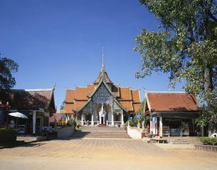 ワット・プラ・バート・ターパ寺 チェンマイ タイの写真素材 [FYI03193919]