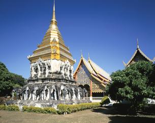 ワット・チェンマイ寺 チェンマイ タイの写真素材 [FYI03193927]