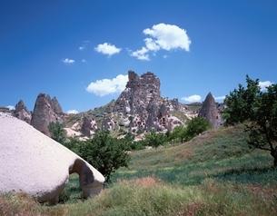 カッパドキアの奇岩群・ウチヒサール城    トルコの写真素材 [FYI03193937]