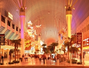 ダウンタウンの電飾アーケード      ラスベガス アメリカの写真素材 [FYI03193972]