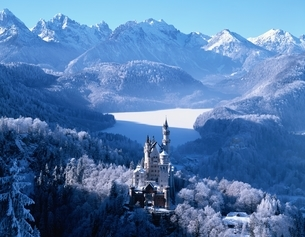 厳冬期のノイシュバンシュタイン城 ババリア ドイツの写真素材 [FYI03193974]