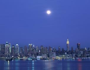 ミッドタウンビル群夜景 ニューヨーク アメリカの写真素材 [FYI03193987]