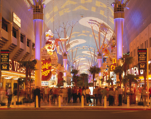アーケードの光と音のショー ラスベガス アメリカの写真素材 [FYI03193994]