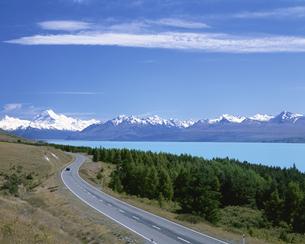 Mt.クックへ続く道  ニュージーランドの写真素材 [FYI03194030]
