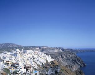 断崖と街並みの展望 フィラ サントリーニ島 ギリシャの写真素材 [FYI03194130]