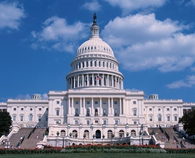 青空と国会議事堂 ワシントンDC アメリカの写真素材 [FYI03194168]