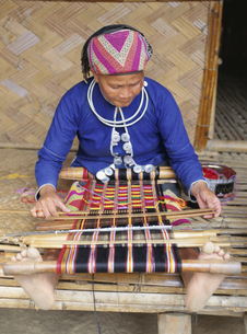 機織りの女性の写真素材 [FYI03194201]