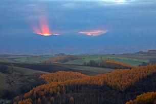 日の出前の光の写真素材 [FYI03195408]