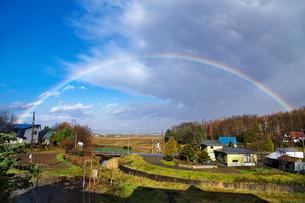 晩秋の虹の写真素材 [FYI03197093]