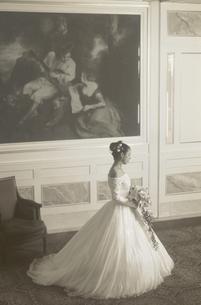 ウェディングドレスの女性の写真素材 [FYI03197201]