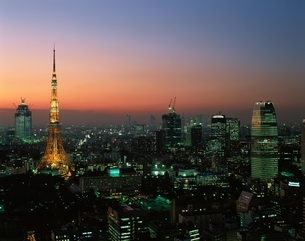 貿易センターより東京タワーの夜景  東京都の写真素材 [FYI03198207]