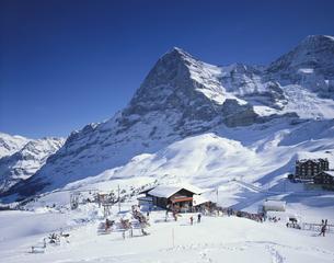冬のクライネシャイデク グリンデルワルド スイスの写真素材 [FYI03198380]