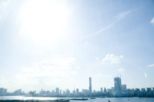 都市ビル群と空の写真素材 [FYI03198919]