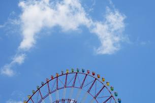 大観覧車と空の写真素材 [FYI03198932]