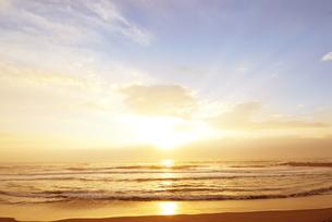 日の出と太平洋の写真素材 [FYI03198974]