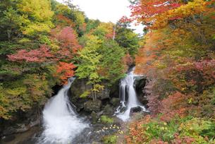 秋の竜頭の滝の写真素材 [FYI03198982]