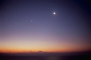 日の出前の東の空  日豊海岸の写真素材 [FYI03199681]