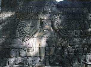 バンティアイチュマールの千手観音のレリーフ カンボジアの写真素材 [FYI03199717]