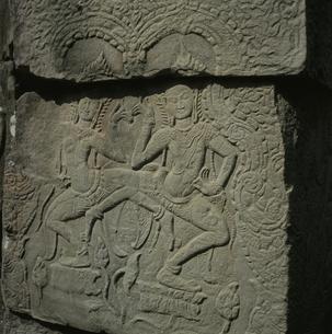 バンティアイクディ寺院のレリーフ カンボジアの写真素材 [FYI03199724]