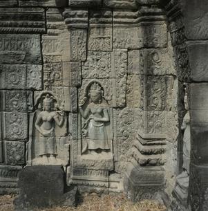 バンティアイスレイの壁面の彫像 カンボジアの写真素材 [FYI03199725]