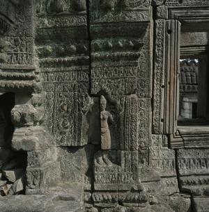 バンティアイスレイの壁面の彫像 カンボジアの写真素材 [FYI03199729]