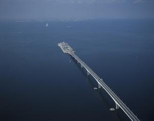 東京湾横断道路の海ほたるの空撮 千葉県の写真素材 [FYI03199753]