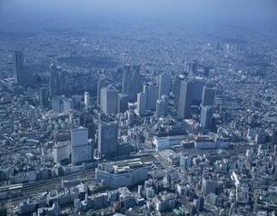 新宿新都心とビル群の空撮 東京都の写真素材 [FYI03199767]