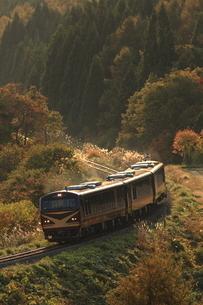 秋の山間とリゾートみのりの写真素材 [FYI03200017]