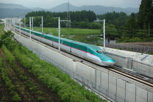E5系東北新幹線はやぶさの写真素材 [FYI03200232]