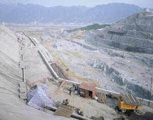 三峡ダムの工事現場 湖北省 中国の写真素材 [FYI03200689]