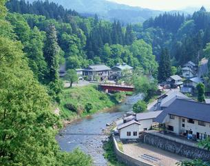 会津西山温泉全景の写真素材 [FYI03201070]