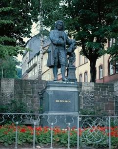 バッハの家の前のバッハ像  アイゼンナッハ ドイツの写真素材 [FYI03201079]