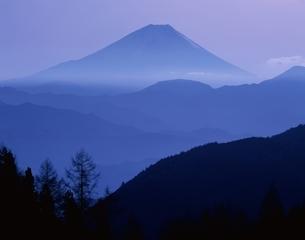 蒼い富士山 増穂町  山梨県の写真素材 [FYI03201420]