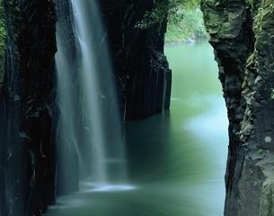 高千穂峡谷の真名井滝   高千穂町 宮崎県の写真素材 [FYI03201536]
