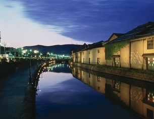 小樽運河の夜景 小樽市 北海道の写真素材 [FYI03202069]