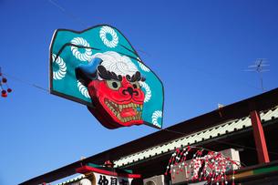 仲見世の正月飾りの写真素材 [FYI03202207]