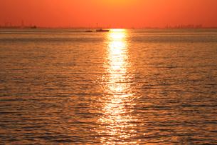 幕張から見る東京湾の夕日の写真素材 [FYI03202338]