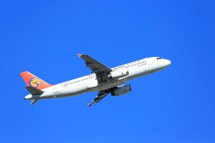 ジェット機 複興航空 エアバスの写真素材 [FYI03202705]