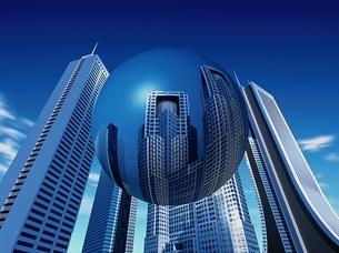 高層ビル群の中に浮かぶ反映する球体 CGのイラスト素材 [FYI03203065]
