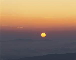 日の出    乗鞍 長野県の写真素材 [FYI03203350]