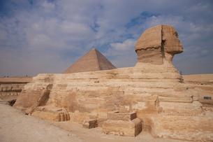 スフィンクスとピラミッドの写真素材 [FYI03203581]