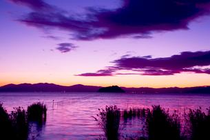琵琶湖の夕景の写真素材 [FYI03203594]