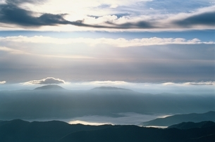乗鞍岳山腹にかかる雲 10月 長野県の写真素材 [FYI03203664]